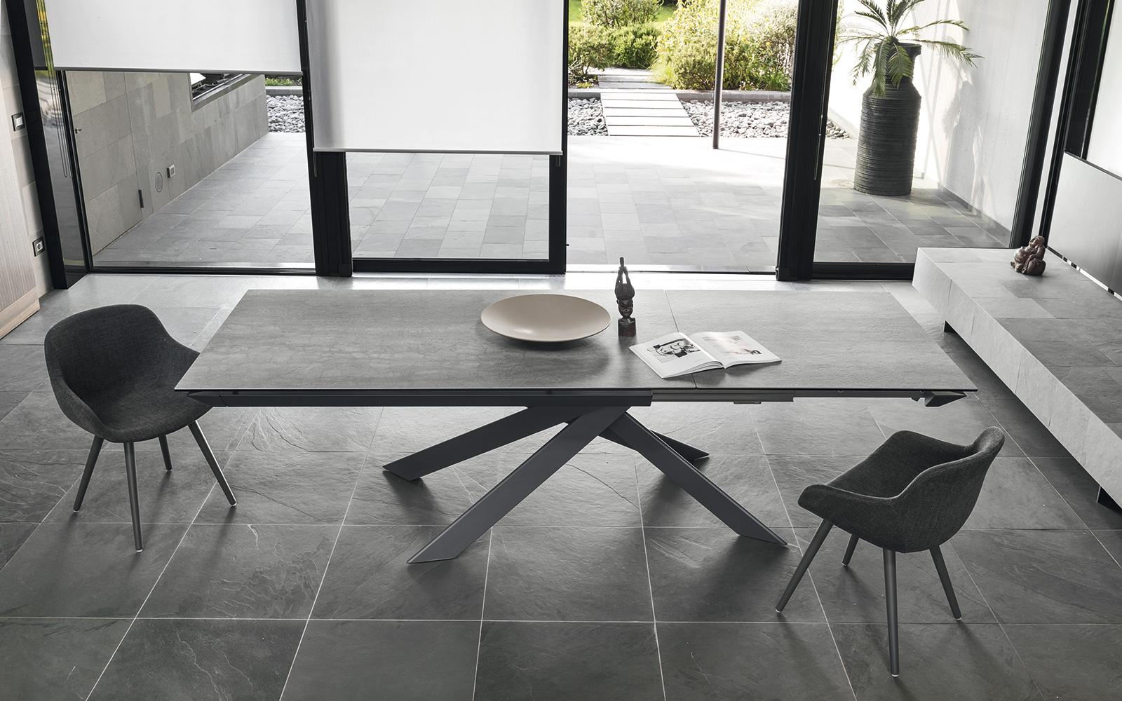 Eclisse showroom for Tavolo eleven calligaris