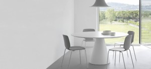 plasticni stoli_leseni stoli_pedrali stoli_showroom