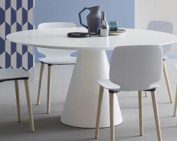 plasticni stoli_leseni stoli_kuhinsji stoli