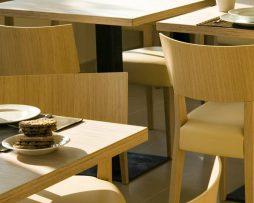 kuhinjski stoli_ergonomski stoli_leseni stoli_oblazinjeni stoli