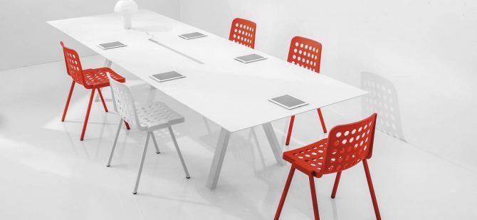 Plastični stoli_elegantni stoli_gostinski stoli_kuhinjski stoli_jedilni stoli_nakladalni stoli_oblazinjeni stoli_vrtnski stoli_zunanji stoli