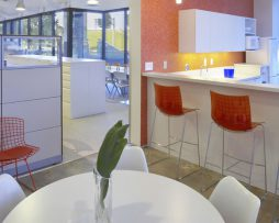 X3-maxdesign_barski_stoli_showroom