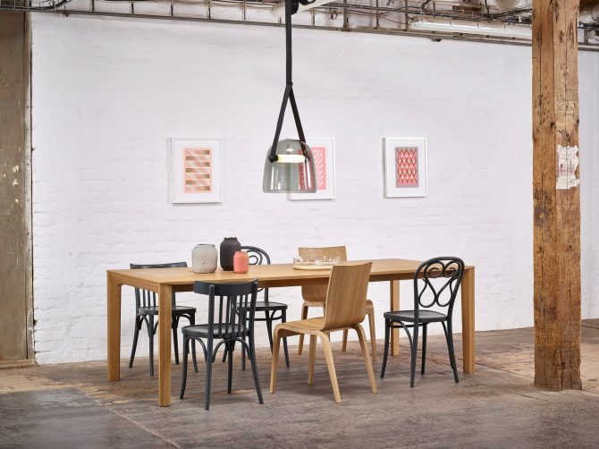 miza-trapez_thonet-design_showroom_1