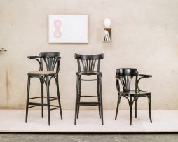 stol-24_thonet-design_showroom_1