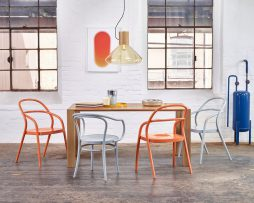 stol-30_thonet-design_showroom_1