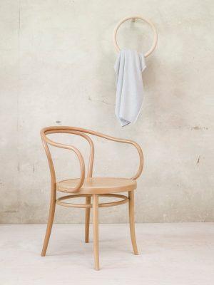 stol-30_thonet-design_showroom_2