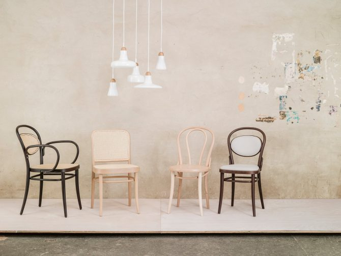 stol-811_thonet-design_showroom_2