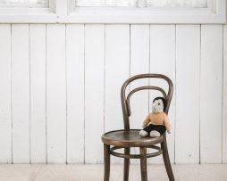 stol-petit-014_thonet-design_showroom_1