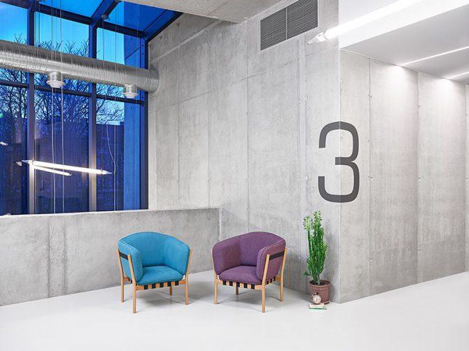 stol-dowel_thonet-design_showroom_1