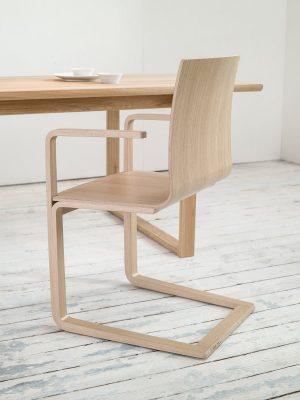 stol-mojo_thonet-design_showroom_3