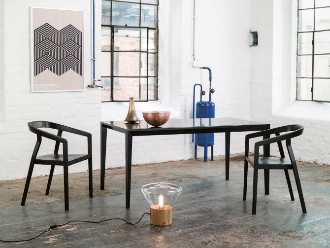 stol-one_thonet-design_showroom_1