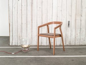 stol-one_thonet-design_showroom_2