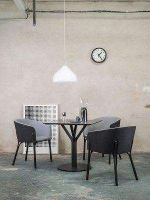 stol-split_thonet-design_showroom_4