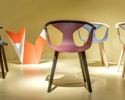 fox_stol_stoli_plastični stoli_leseni stoli_moderni stoli_gostinski stoli_hotelski stoli_leseni stol_jedilniški stoli_barvni stoli